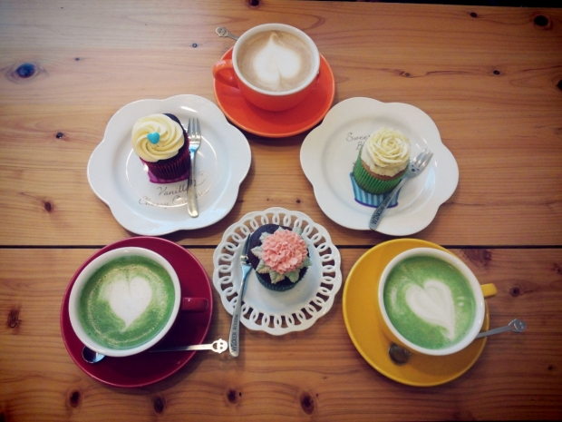 Alice's Cupcakes, a cafe in Edae with super delicious cupcakes!