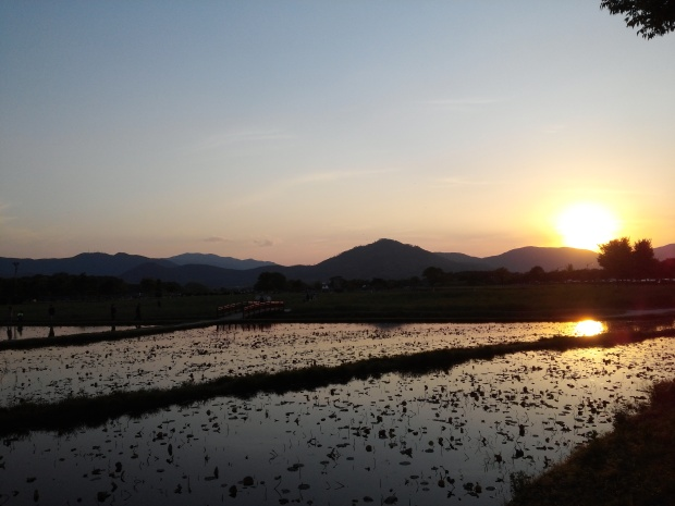 Beautiful sunset with the mountains in the back as we passed by Gyerim Forest on the way to Cheomseongdae