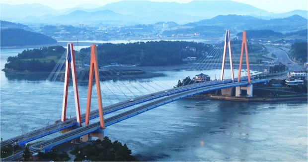 Jindo Bridge which connects Jindo with Haenam. Source: spie.org