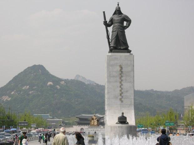 General Yi Sun-shin statue in Gwanghwamun Square. Source: exploringkorea.com
