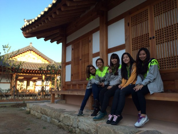 Hanok just gives a very different feeling doesn't it ^^