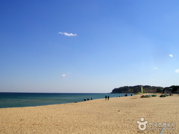 The beautiful Sokcho beach in Gangwondo. Source: Visit Korea